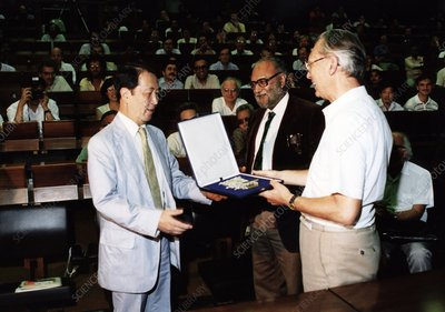 Yoichiro Nambu receiving the Dirac Medal