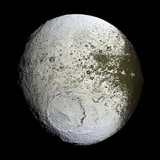 Saturn's moon Iapetus, Cassini image