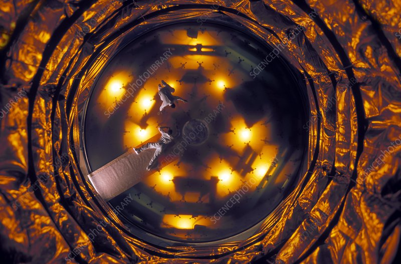 Very Large Telescope mirror inspection