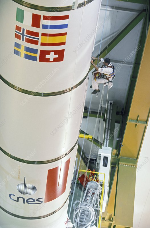 Ariane 5 booster inspection