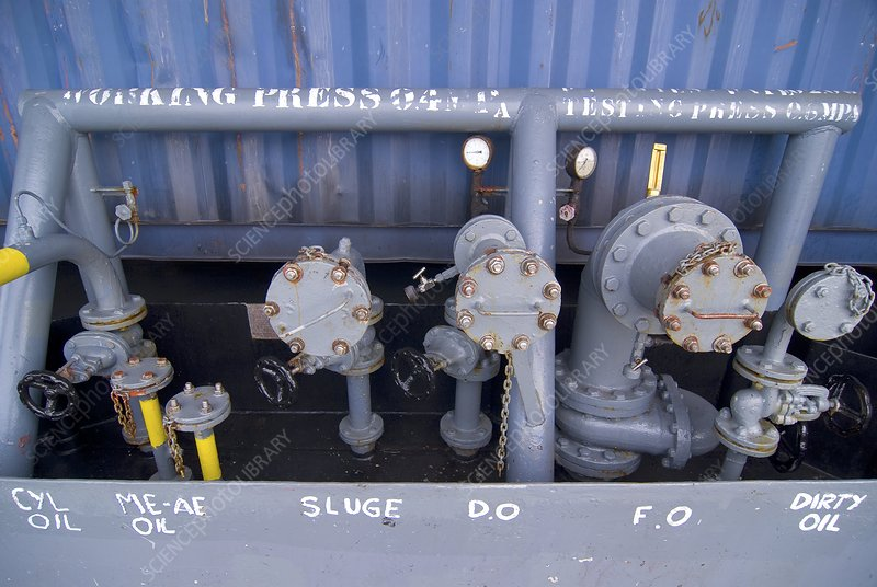 Container ship oil pumps