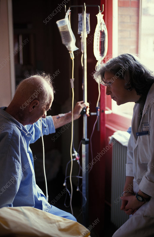 Elderly hosp. patient w. doctor