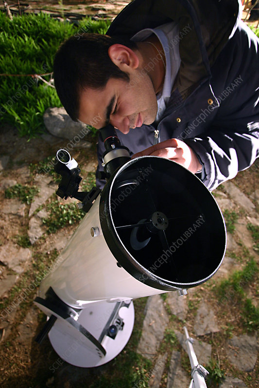 Observer using a Newtonian Telescope