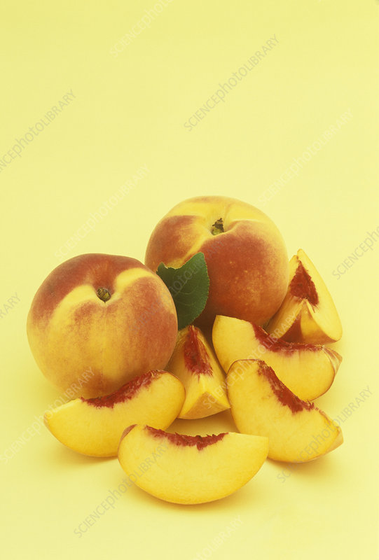 Peaches, entire and sliced
