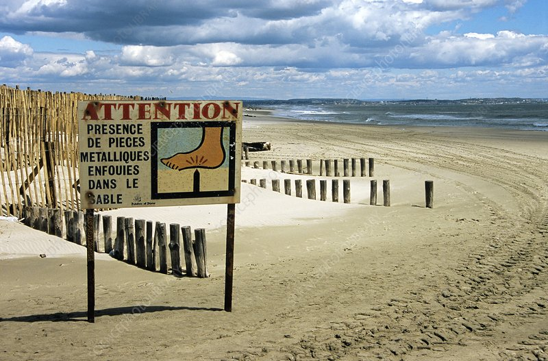 Polluted beach warning sign