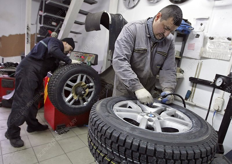 Fitting a car tyre