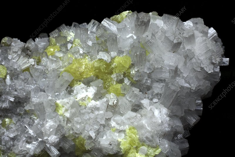 Aragonite crystals with sulphur