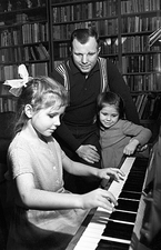 Yuri Gagarin with his daughters