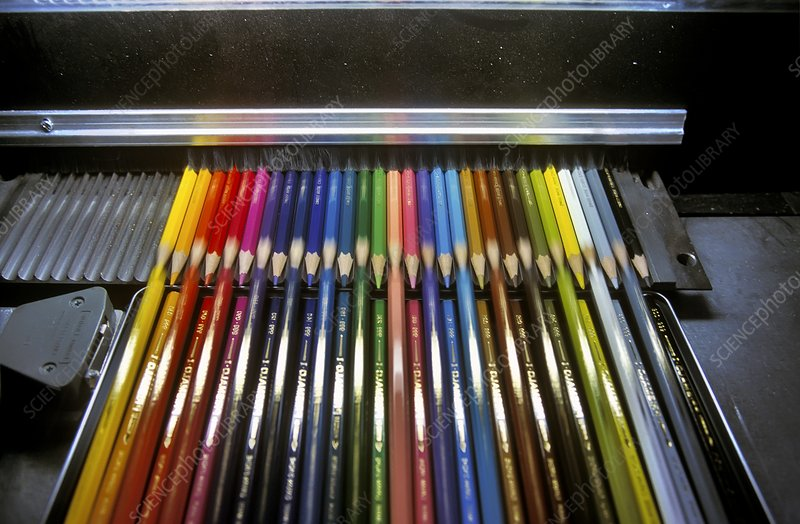 Manufacturing coloured pencils