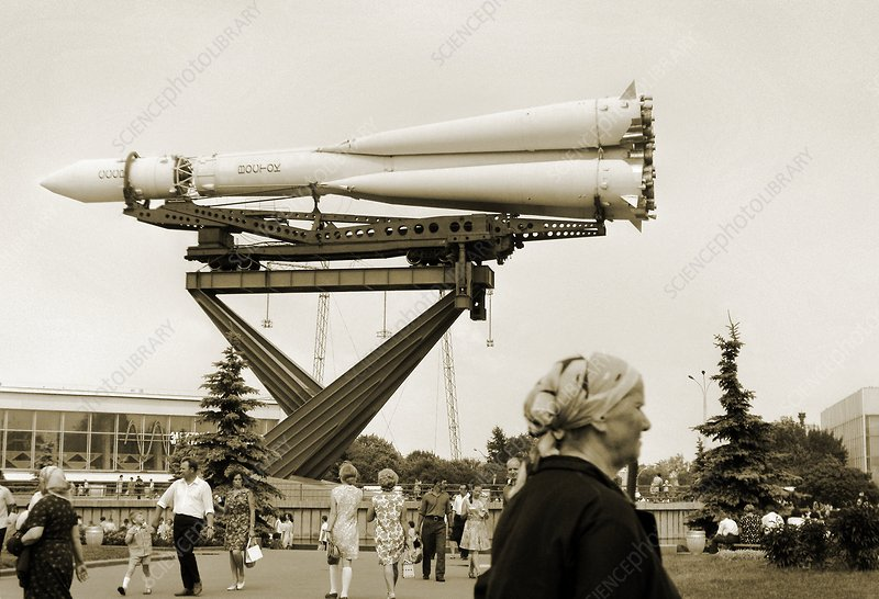 [Candidature] Photo du mois (Septembre 2011) C0099566-Vostok_rocket,_Moscow,_Russia-SPL