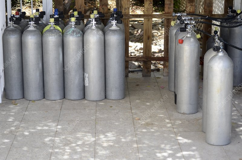Diver's compressed air tanks