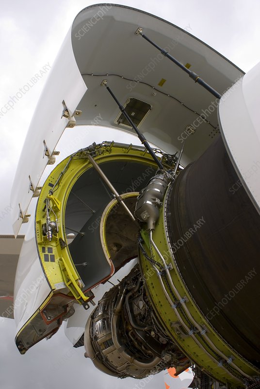 Boeing 747-8 engine cowling