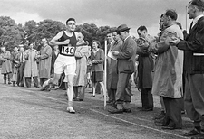 Alan Turing finishing a race, 1946