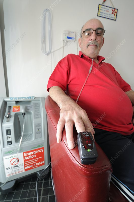 COPD patient receives oxygen therapy