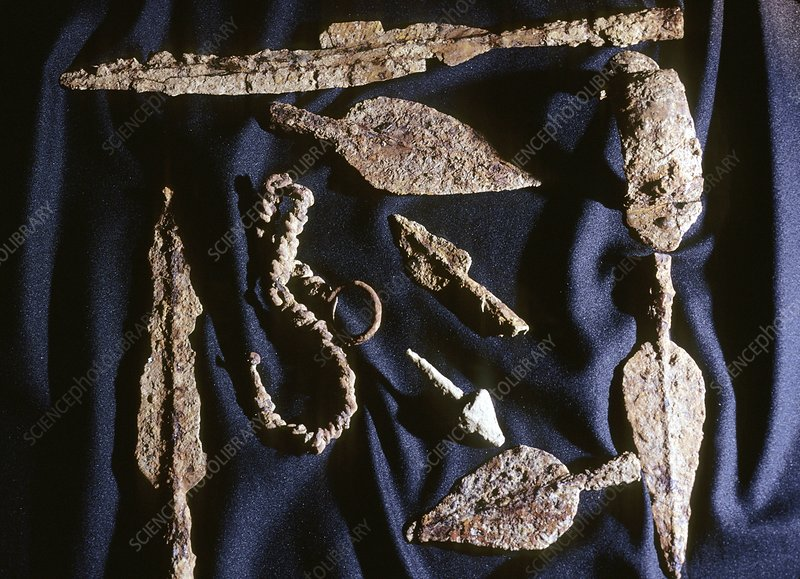 Gallic weapons and chains