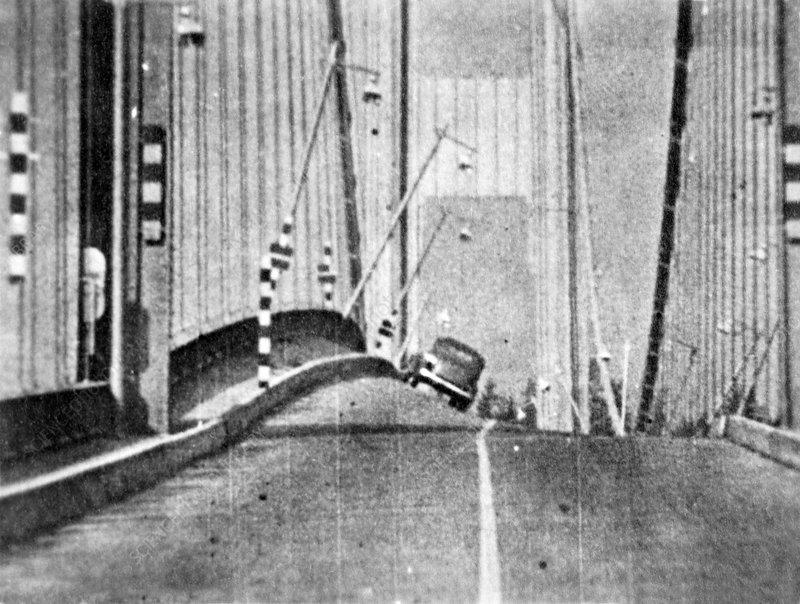 Tacoma Narrows Bridge collapse, 1940
