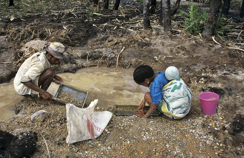 Sapphire mining, Madagascar - Stock Image - C013/2130