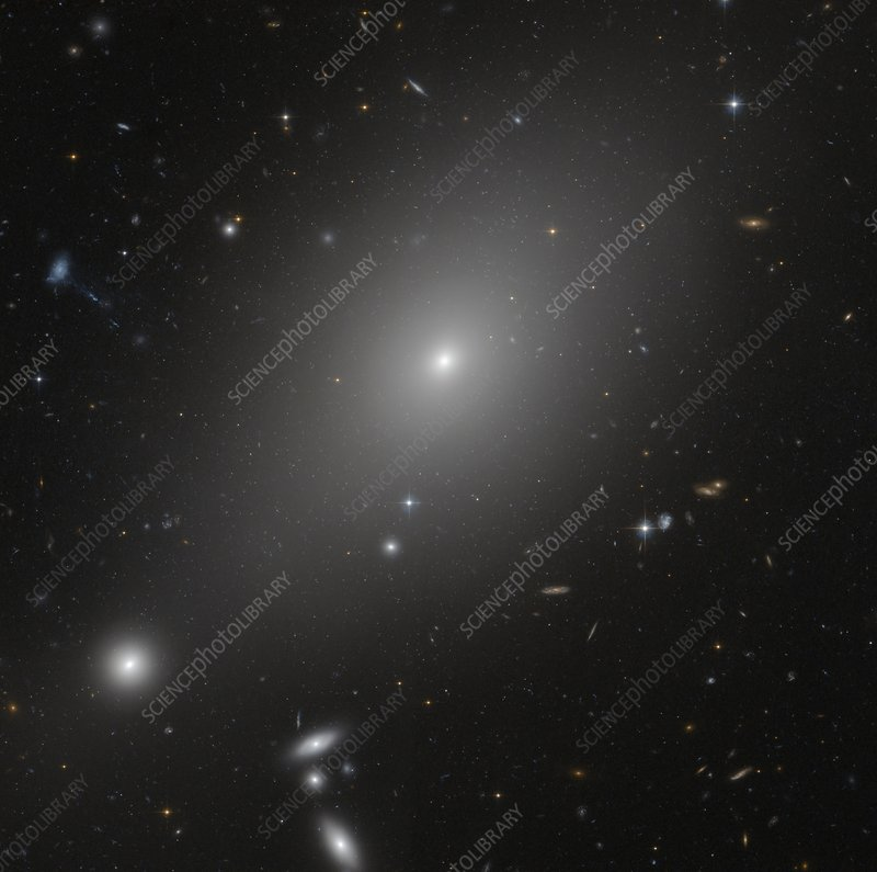 Giant elliptical galaxy, HST image