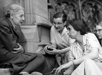 Lise Meitner with students, 1959