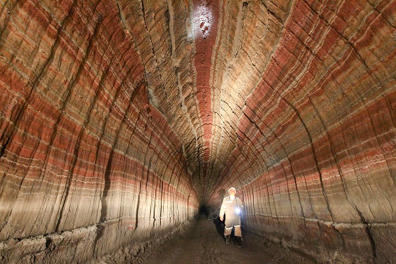 Access tunnel in a potash mine