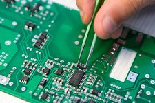 Installing component on circuit board