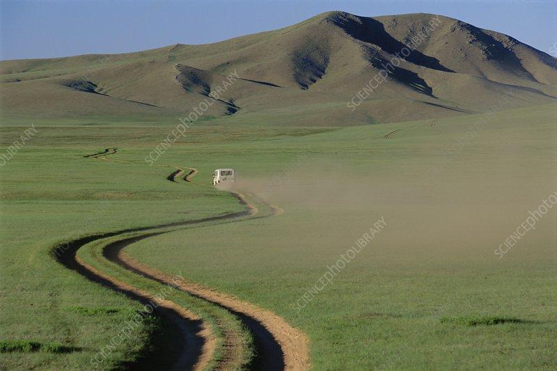 Dirt road leading to Hustain Nuruu