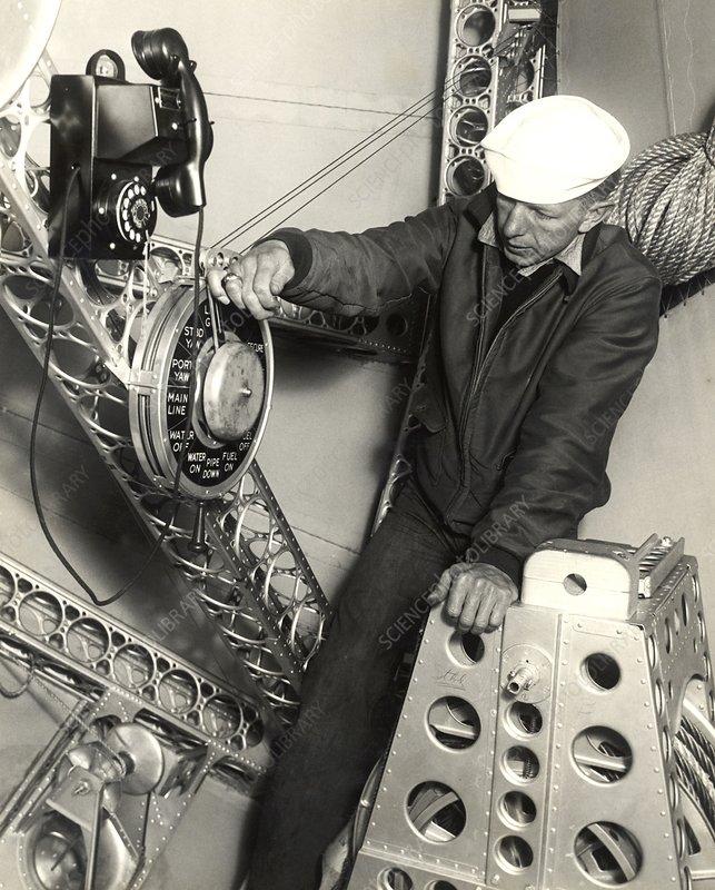 Airship bow mooring post