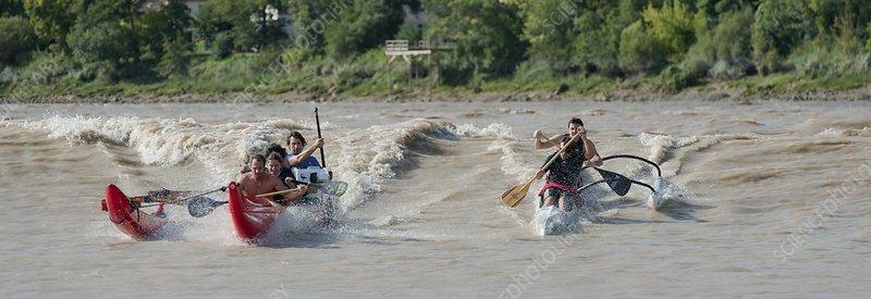 Canoes on the Garonne tidal bore