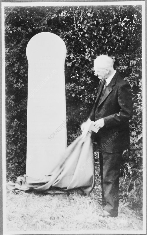 Keith unveiling Piltdown memorial, 1938