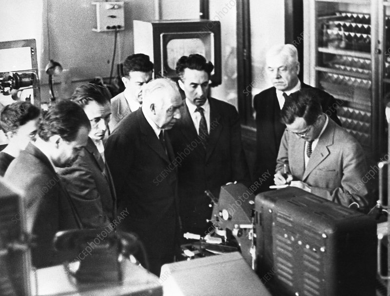 Nils and Aage Bohr in laboratory