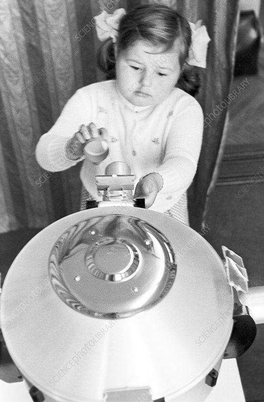Child with phototherapy device, 1978