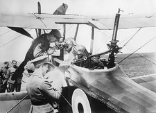 British aircrew being briefed, WW1