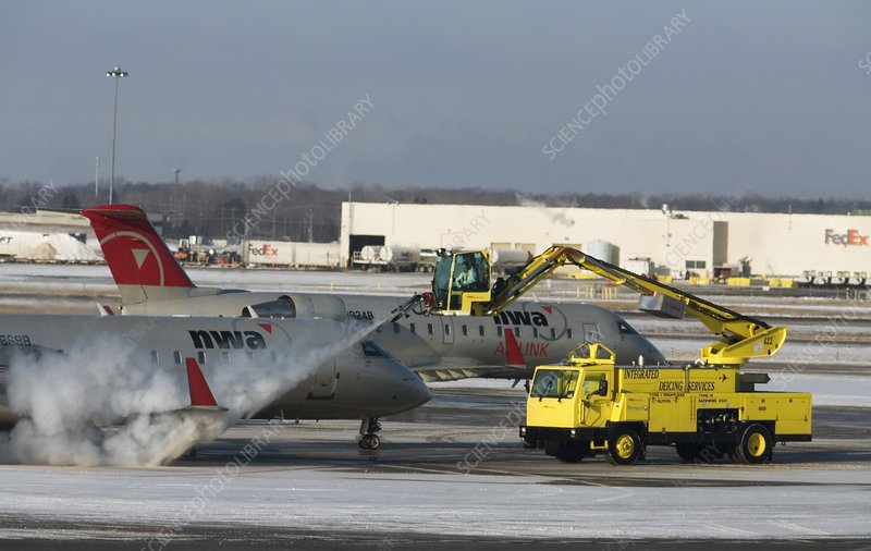 Airplane de-icing