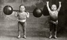 Weightlifting dwarfism exhibits, 1918