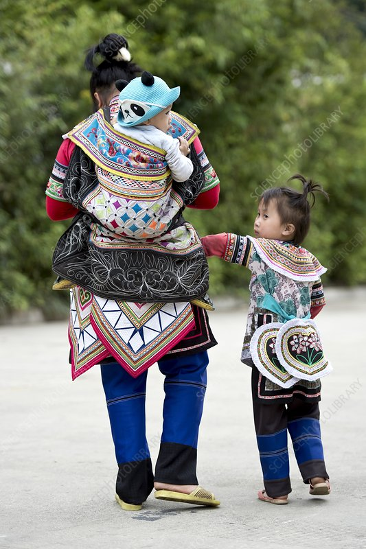 Yi woman with children