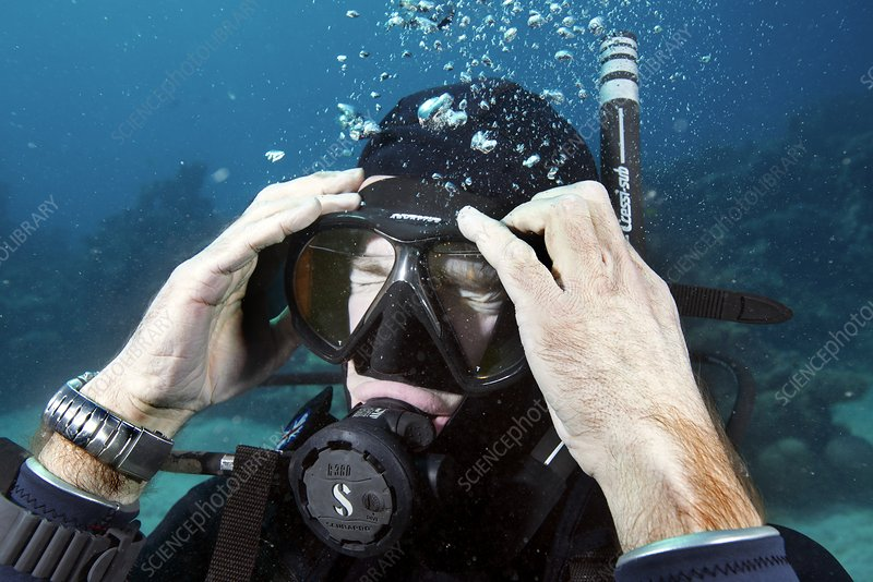 Clearing water-filled diving mask