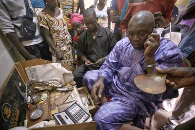 Gold panning and dealing, Mali