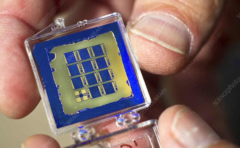 Miniature solar cell