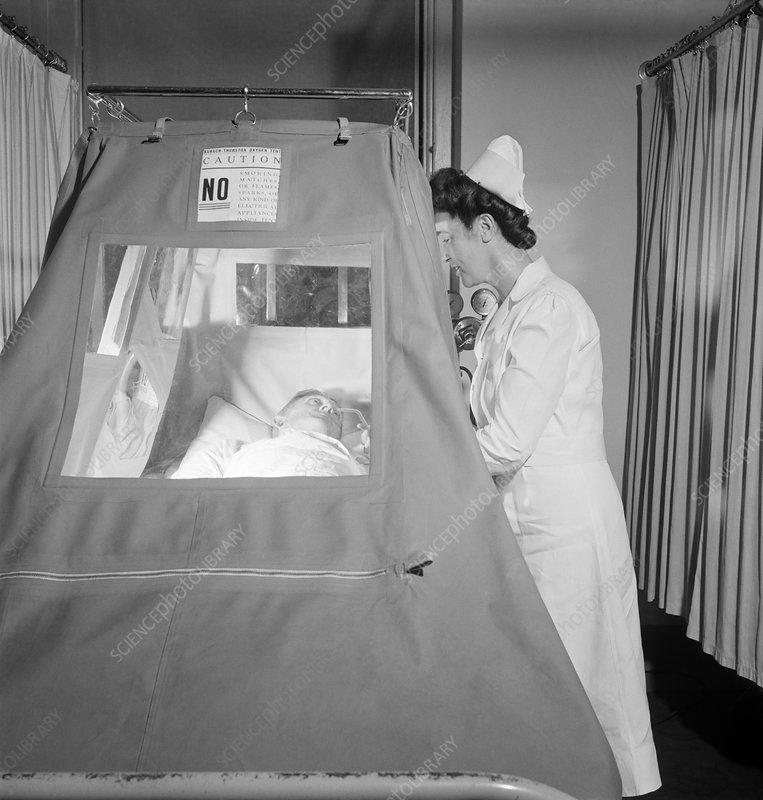 Hospital oxygen tent 1940s & Hospital oxygen tent 1940s - Stock Image C023/0193 - Science ...