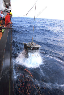 Recovering robotic underwater vehicle