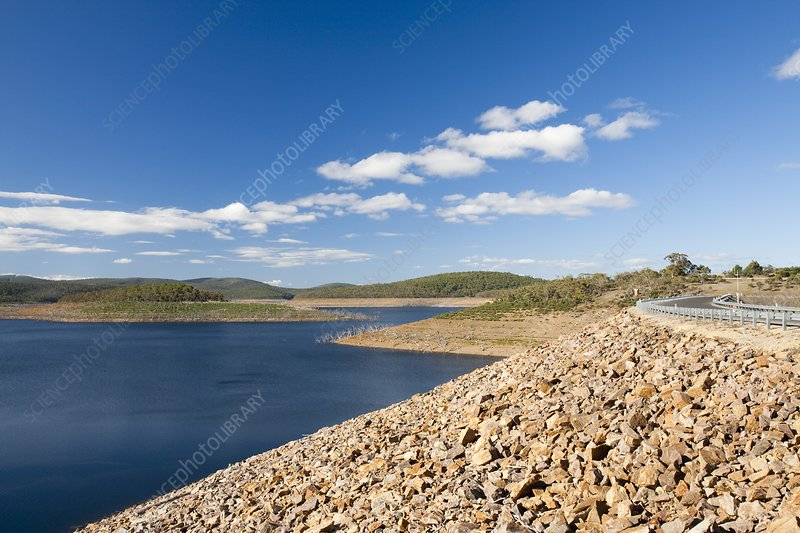 Lake Eucumbene in drought
