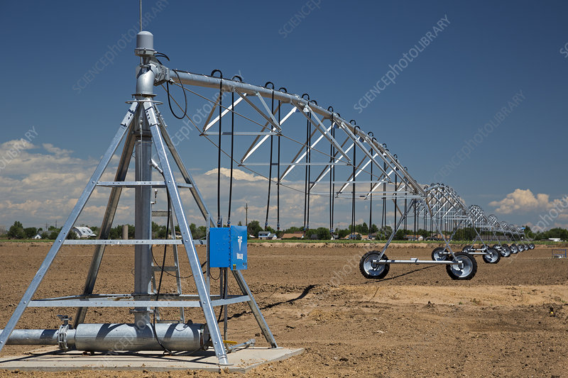 Centre-pivot irrigation boom