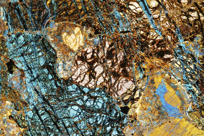 Serpentine rock, polarised microscopy