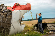 Expert examines plane crash wreckage