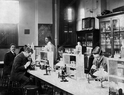 University bacteriology class, 1900s