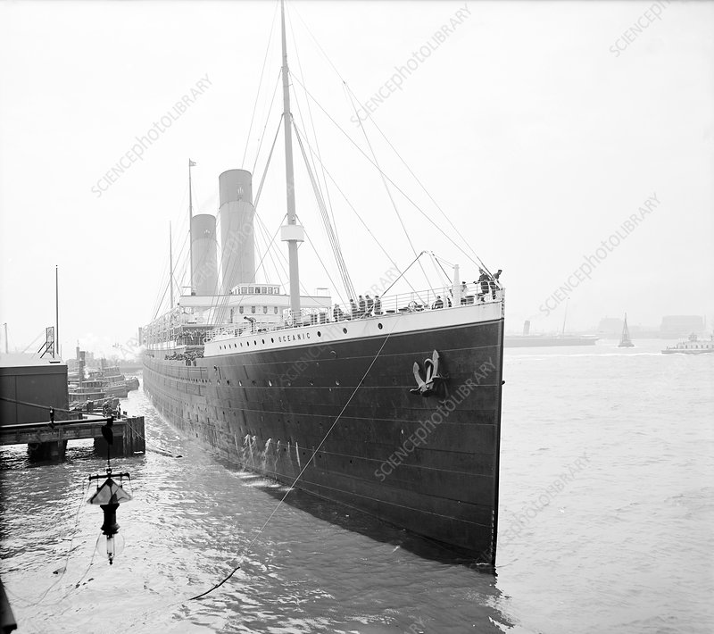 RMS Oceanic in harbour, 1903