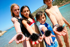 Children with urchins