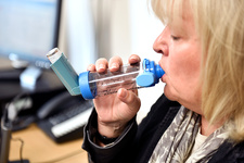 Inhaler use during lung function testing