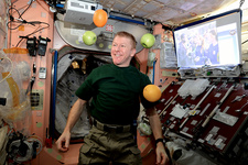 Tim Peake with fresh fruit on the ISS, 2016