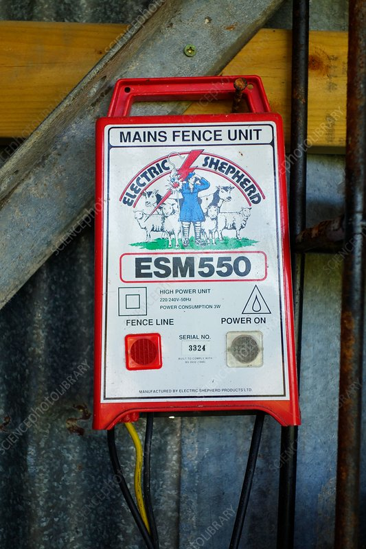 Mains unit for an electric fence